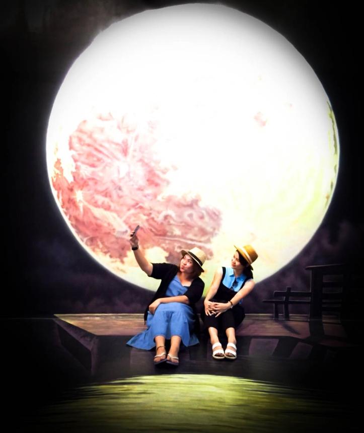 Full Moon & Bestie