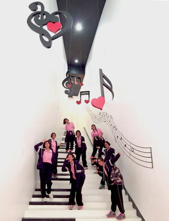 บันไดเปียโน  ใส ๆ วัยรุ่นชอบ