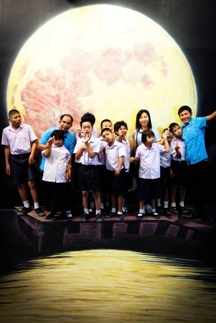 คณะครูและน้อง ๆ นักเรียน โรงเรียนเพชรบุรีปัญญานุกูล จ.เพชรบุรี เยี่ยมชมพิพิธภัณฑ์ภาพวาด 4 มิติ หัวหิน