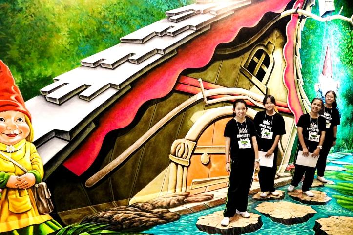คณะครูและน้อง ๆ จาก รร.สตรีนนทบุรี ทัศนศึกษาดูงานศิลปะ ณ อ.หัวหิน